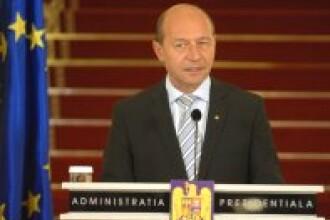 In drum spre Zidul Berlinului, Basescu i-a dat o caramida-n cap lui Iliescu