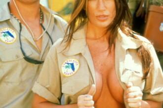 Fete dezbracate de uniforma, LIVE pe procinema.ro!