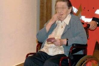 Are 81 de ani, e tintuita intr-un scaun cu rotile si face trafic de droguri