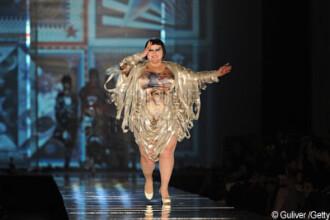 Model? Jean-Paul Gaultier si-a incheiat colectia 2011 cu o doamna XXXXXL