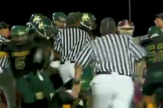 Video. Un incident din timpul unui meci transforma intr-o clipa terenul de fotbal in camp de lupta