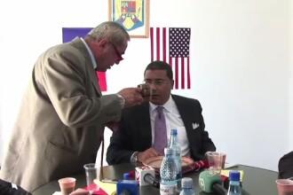 Americanii, intampinati la Deveselu cu cescute din lut pentru tuica si ceramica de Horezu