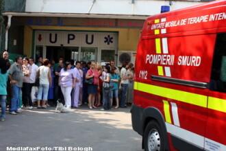 Un tanar din Satu Mare a ajuns pe masa de operatie dupa ce a fost injunghiat la o nunta