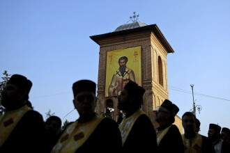 Ultima zi de pelerinaj ortodox in Bucuresti. Maine, moastele Sf Andrei merg la Alba Iulia