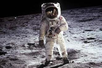 """Cum a fost """"păcălit"""" astronautul Neil Armstrong să pună pe Lună steagul Marii Britanii"""