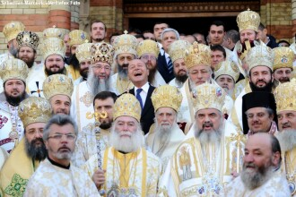 O fotografie cat o mie de cuvinte. Traian Basescu intre 50 de inalti prelati