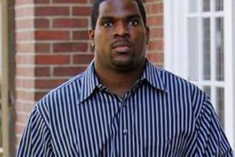 Un profesor de sport de 100 de kilograme sustine ca e batut de un elev de clasa I