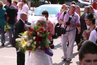 Biserica nu mai vrea logodne. Intre timp, numarul cununiilor civile scade tot mai mult in Romania