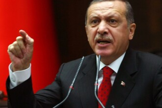 Situatia din Turcia ramane incordata, dupa accidentul minier din Soma. Opozitia ar avea dovezi ca Erdogan a lovit un barbat