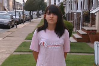 O eleva, umilita de profesoara pentru un tricou cu Romney.