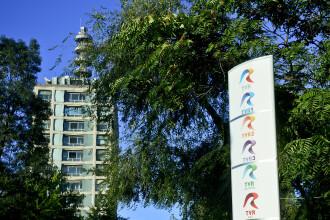 500 de angajati ai TVR sunt in curtea institutiei si protesteaza impotriva concedierilor colective