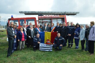 Locuitorii unei comune din Satu Mare au primit o masina de pompieri donata de o asociatie din Franta