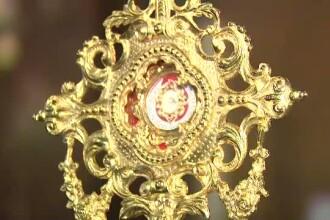 Picaturi din sangele Papei Ioan Paul al II-lea vor fi purtate duminica pe strazile din Capitala