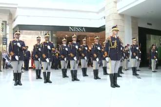 Parada si echipamente militare in mall-uri. Cum incearca Armata Romana sa ii atraga pe tineri