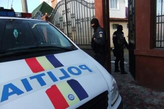 Un taximetrist din Bucuresti si-a batut clientul chiar pe o masina a Politiei Locale