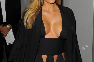 Kim Kardashian, intr-o rochie cu un decolteu generos in Paris.