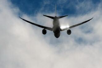 Pasagerul unui avion australian a filmat momentul cand unul dintre motoare a luat foc. Avionul a aterizat de urgenta