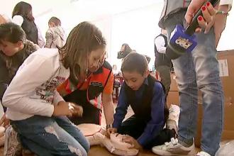 Elevii vor urma cursuri de prim ajutor. Programul a fost lansat deja in 12 scoli din Capitala