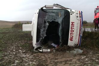TIMIS: Autobuz rasturnat in apropiere de Pischia. Un pasager a fost ranit si transportat la spital