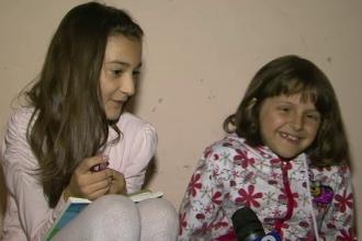Meditatii organizate in scara blocului. Doua fetite din Craiova ofera o adevarata lectie de omenie