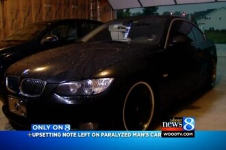 A parcat masina pe un loc destinat persoanelor cu handicap. Ce mesaj a gasit in geam cand s-a intors