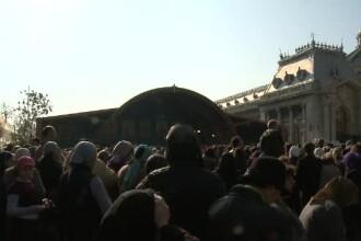 Peste 20.000 de credinciosi au stat la coada ca sa se roage la moastele Sfantului Dumitru