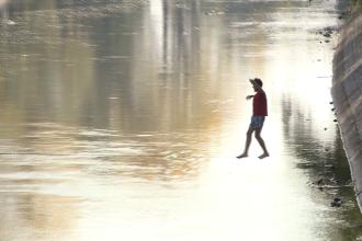 Sport extrem pe Bega. Secretul tinerilor despre care, la o prima vedere, ai spune ca pasesc pe apa