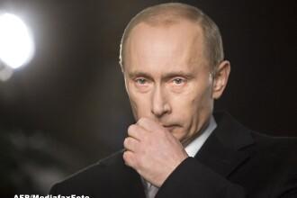 Vladimir Putin ordona verificarea trupelor de lupta. Drapelul Rusiei, arborat pe cladirea Parlamentului din Crimeea