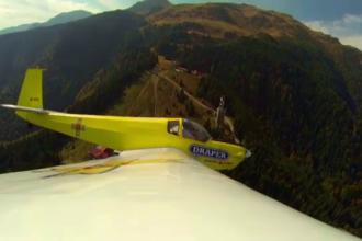 Plimbarile cu avionul deasupra muntilor, ultima moda printre turistii cu bani. Pretul unui tur complet in Bucegi