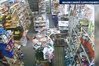 Au furat toate incasarile dintr-un magazin, insa nu si-au dat seama ca au fost filmati. Cum au pacalit vanzatoarea