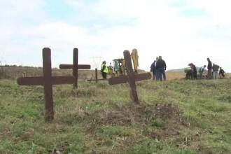 Autostrada care va trece peste un cimitir. Peste 300 de locuri de veci trebuie mutate din calea drumului Lugoj - Deva