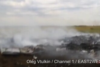 Imagini nemaivazute pana acum cu epava avionului Malaysia Airlines doborat in Ucraina.