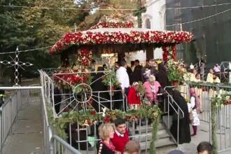 Cel mai mare pelerinaj ortodox din Romania a ajuns la final. 250.000 de oameni s-au inchinat la moastele Sfintei Parascheva