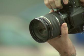 Fotograful acuzat de pedofilie lucreaza si la gradinita la care a fost mutata presupusa victima. ISMB a declansat o ancheta
