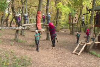 Parcul de aventura din Alba Iulia unde copiii sunt educati prin joaca. Explicatia psihologilor pentru acest sistem