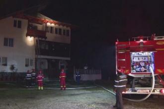 Incendiu la o manastire din Prahova. Calugarii si pompierii s-au luptat cu flacari inalte de zece metri