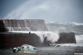 Uraganul Gonzalo a lovit Marea Britanie. Trei persoane au murit, iar peste 100 de zboruri de pe Heathrow au fost anulate
