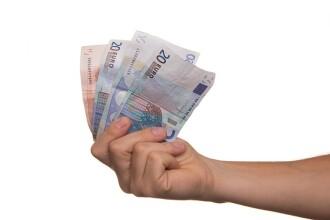 Salarii de 1.500 de euro/luna. Companiile fac angajari in tara si in strainatate. Detaliul din CV care iti garanteaza jobul