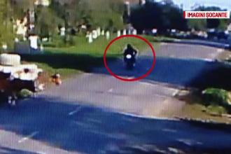 Un motociclist a intrat in plin intr-o cireada de vaci. Accidentul, surprins camerele de supraveghere