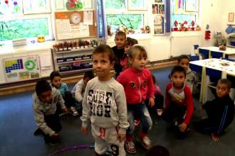Copiii sarmani vor primi tichete de 50 de lei pentru a merge la gradinita. Ce le pot cumpara parintii cu aceasta suma