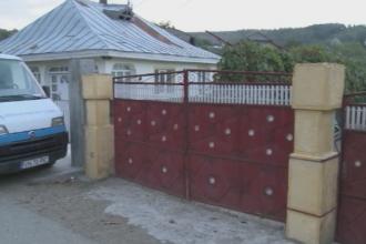Caz uluitor in Vrancea. O femeie de 39 de ani si-ar fi aruncat gemenele nou-nascute in hazanaua din curte. Ce spune mama ei