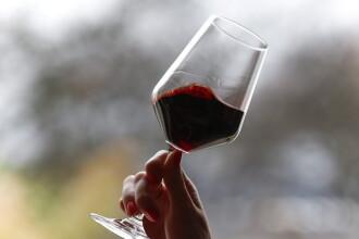 Motivul pentru care trebuie sa bei un pahar de vin dupa fiecare masa. Descoperirea medicilor cardiologi