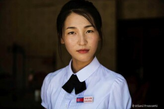 Nu sunt la curent cu trendurile internationale, dar poarta tocuri si haine colorate. Cum arata femeile din Coreea de Nord