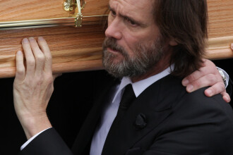 Jim Carrey, dat in judecata pentru ca i-ar fi procurat iubitei sale medicamentele cu care s-a sinucis