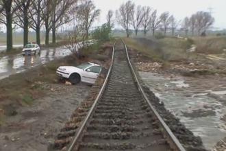 Inundatii puternice in Constanta. Circulatia intre Navodari si Corbu, inchisa dupa ce zeci de masini au fost luate de ape