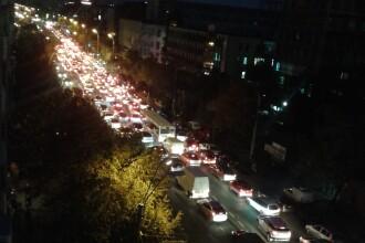 Cozi de kilometri si aglomeratie ca pe DN1 in plin sezon. Imagini surprinse in centrul Capitalei, intr-o zona cu lucrari