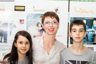 Doi copii din Bucuresti fac scoala acasa, din cauza problemelor din invatamant. De ce a luat mama lor aceasta decizie
