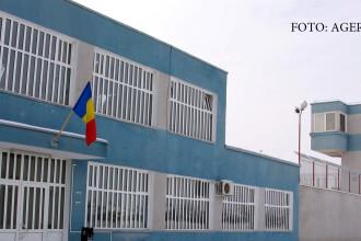 Un detinut din penitenciarul Arad s-a spanzurat in celula. Anchetatorii nu au nicio explicatie