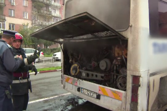 Un autobuz cu pasageri a luat foc in mers, in Targu Jiu, iar pompierii au intervenit. Care ar fi cauza incendiului