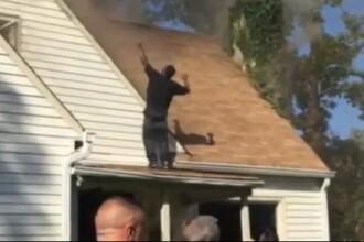 A incendiat casa fostei sale iubite, apoi s-a urcat pe acoperis si a inceput sa danseze sub privirile politiei. VIDEO